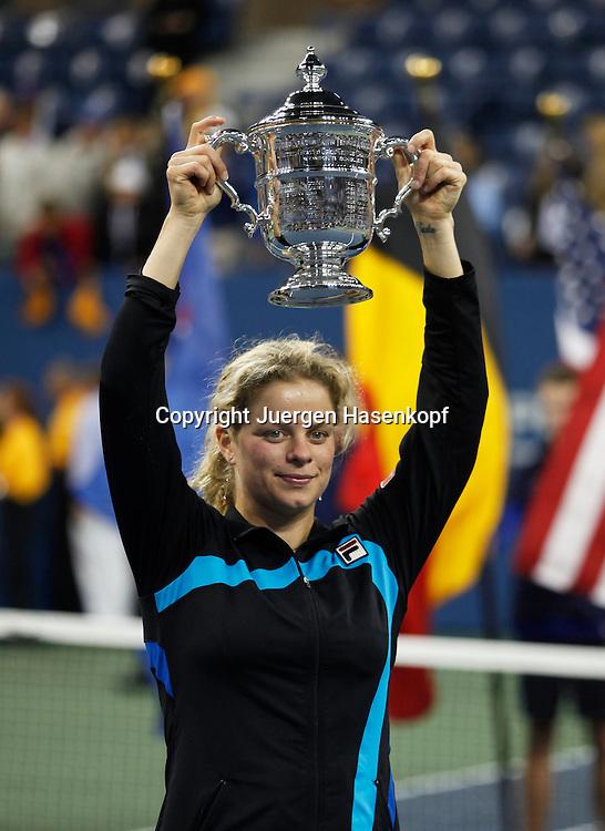 US Open 2010, USTA Billie Jean King National Tennis Center, Flushing Meadows, New York,.ITF Grand Slam Tennis Tournament . Damen Finale, Siegerehrung, Siegerin Kim Clijsters (BEL) mit Pokal