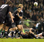 2004_'The Gartmore Challenge' - Barbarians_vs_New-Zealand..Piri Weepu distributes the ball..04.12.2004 Photo  Peter Spurrier. .email images@intersport-images.com...