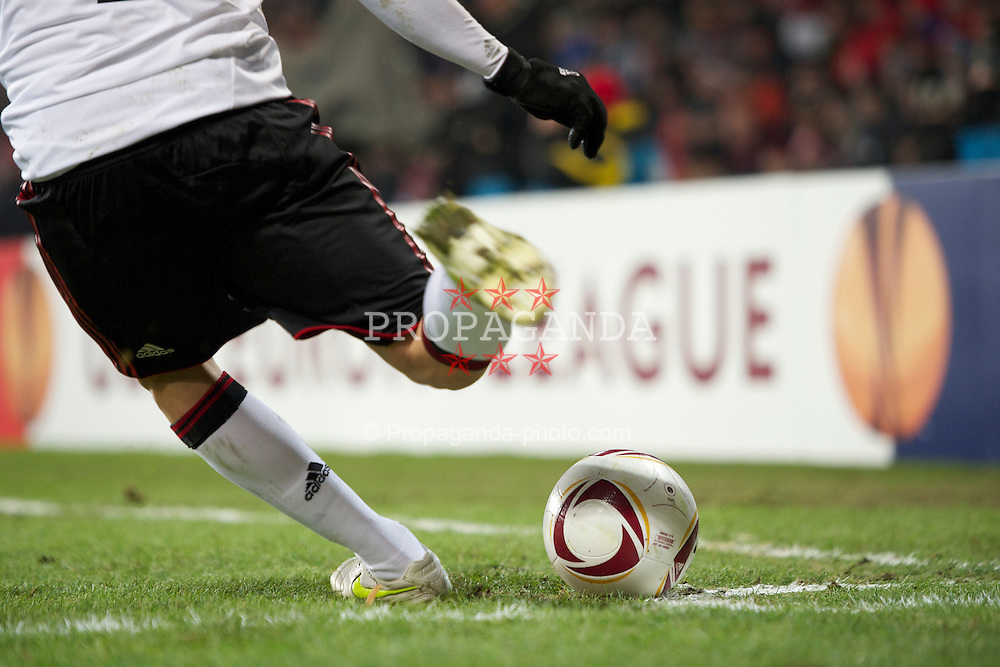 PRAGUE, CZECH REPUBLIC, Thursday, February 17, 2011: Liverpool's Raul Meireles takes a corner during the UEFA Europa League Round of 32 1st leg match against AC Sparta Prague at the Letna? Stadion . (Photo by David Rawcliffe/Propaganda)