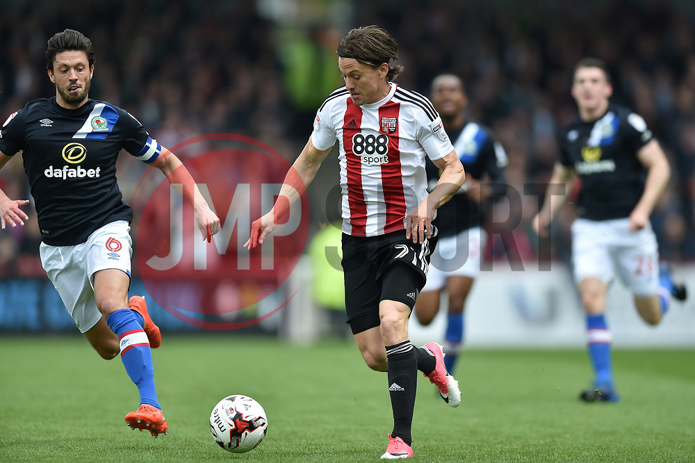Lasse Vibe of Brentford in possession - Mandatory by-line: Patrick Khachfe/JMP - 07/05/2017 - FOOTBALL - Griffin Park - London, England - Brentford v Blackburn Rovers - Sky Bet Championship