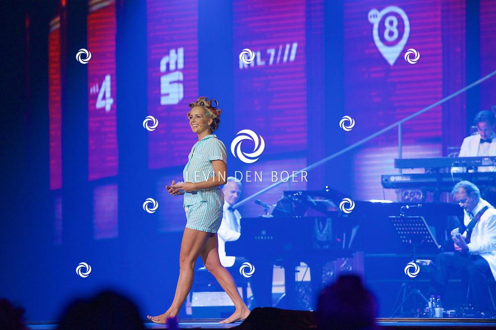HILVERSUM - In Studio 21 is de jaarlijkse perspresentatie gehouden van RTL Nederland. Met hier op de foto  Chantal Janzen in pyjama. FOTO LEVIN DEN BOER - KWALITEITFOTO.NL
