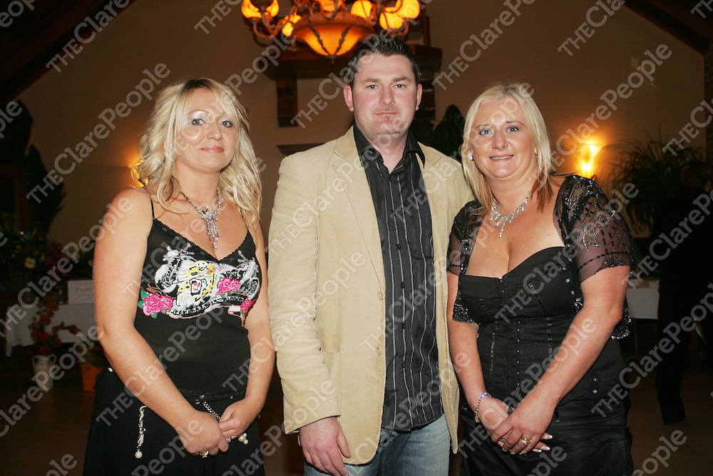 Organisers Shirley O'Connor - PINK, Donal Kirby - Prego and Siobhan Clifford - EXIT, pictured at the Skycourt Traders - Shannon Special Olympics Fashion Show in thoe Oakwood Arms on Thursday night. Pic. Brian Arthur/ Press 22.