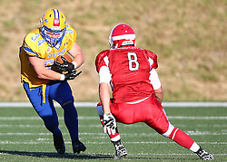 06.06.2014, Stadion Ravelinstrasse, Wien, AUT, American Football Europameisterschaft 2014, Spiel um Platz 5, Daenemark (DEN) vs Schweden (SWE), im Bild Jonathan Wikstrom, (Team Sweden, RB, #34) und  Mikkel  Vangsgard, (Team Denmark, LB, #8) // during the American Football European Championship 2014 game for place 5 between Denmark and Sweden at the UPC Arena, Graz, Austria on 2014/06/06. EXPA Pictures © 2014, PhotoCredit: EXPA/ Thomas Haumer