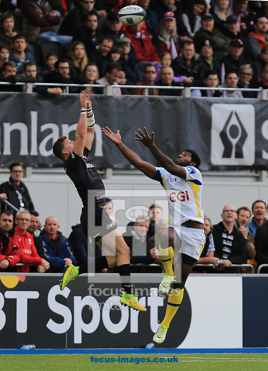 David Strettle of Saracens and Noa Nakaitaci of Clermont Auvergne during the European Rugby Champions Cup match at Allianz Park, London<br /> Picture by Michael Whitefoot/Focus Images Ltd 07969 898192<br /> 18/10/2014