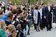 Koning Willem Alexander opent nieuw schoolgebouw Bartimeus, een organisatie voor blinden en slechtzienden.<br /> <br /> King Willem Alexander opens new school Bartimeus, an organization for the blind and visually impaired.<br /> <br /> Op de foto / On the photo: <br /> <br />  Aankomst van de koning / Arrival of the King