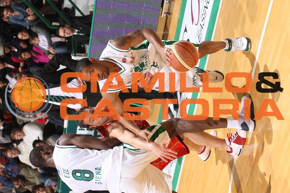 DESCRIZIONE : Siena Lega A1 2008-09 Montepaschi Siena Scavolini Spar Pesaro<br /> GIOCATORE : Benjmin Eze<br /> SQUADRA : Scavolini Spar Pesaro<br /> EVENTO : Campionato Lega A1 2008-2009<br /> GARA : Montepaschi Siena Scavolini Spar Pesaro<br /> DATA : 21/12/2008<br /> CATEGORIA : Blocco<br /> SPORT : Pallacanestro<br /> AUTORE : Agenzia Ciamillo-Castoria/G.Ciamillo