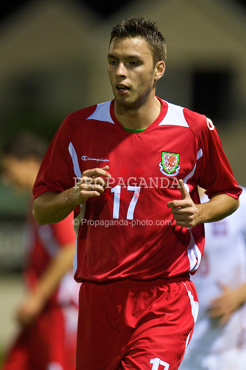 CAMARTHEN, WALES - Tuesday, September 8, 2009: Wales' Owain Warlow in action against Poland during the Under-23 Semi-Professional friendly match at Richmond Park. (Pic by David Rawcliffe/Propaganda)