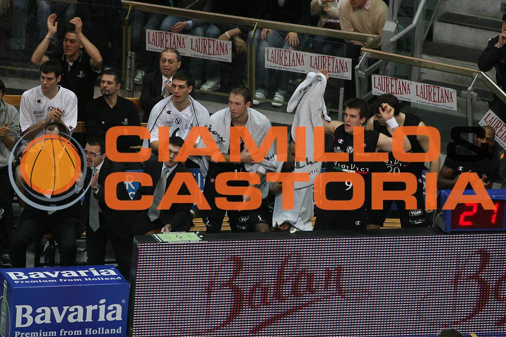 DESCRIZIONE : Bologna Lega A1 2006-07 Climamio Fortitudo Bologna VidiVici Virtus Bologna <br /> GIOCATORE : Team Virtus Bologna <br /> SQUADRA : VidiVici Virtus Bologna <br /> EVENTO : Campionato Lega A1 2006-2007 <br /> GARA : Climamio Fortitudo Bologna VidiVici Virtus Bologna <br /> DATA : 11/03/2007 <br /> CATEGORIA : Esultanza <br /> SPORT : Pallacanestro <br /> AUTORE : Agenzia Ciamillo-Castoria/G.Ciamillo