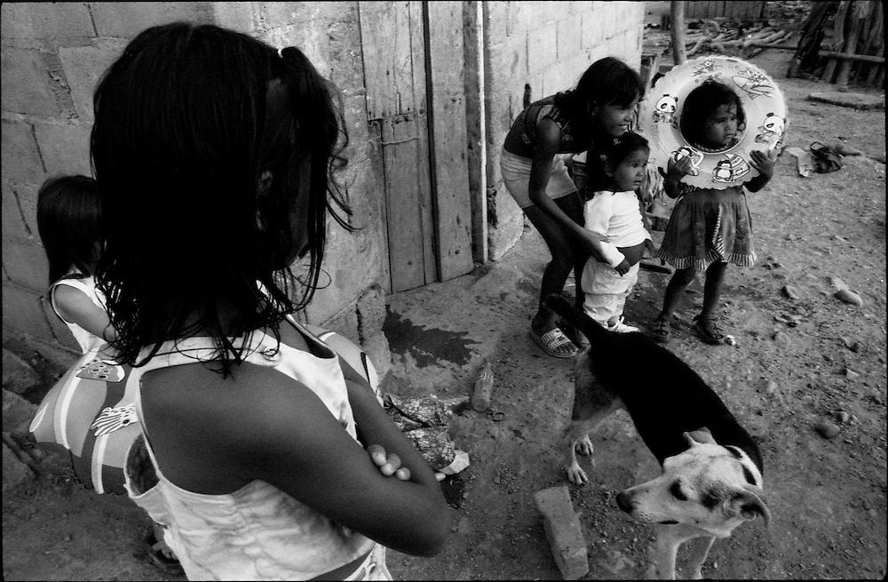 MISCEL&Aacute;NEAS<br /> Photography by Aaron Sosa<br /> La Cerca, Estado Anzoategui<br /> Venezuela 2001<br /> (Copyright &copy; Aaron Sosa)
