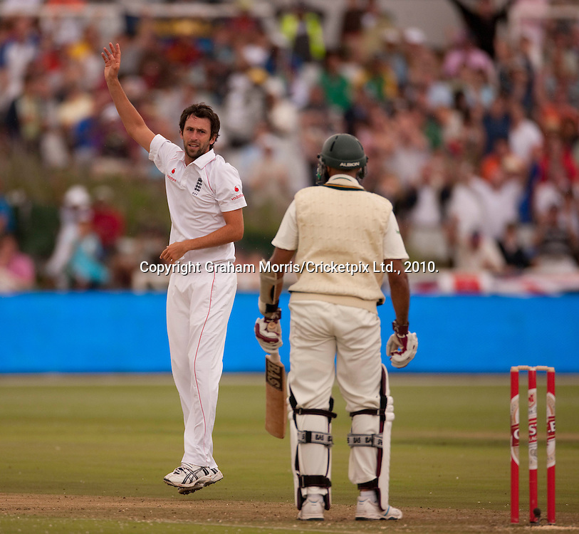 Graham Onions celebrates the wicket of Hashim Amla during the third Test Match between South Africa and England at Newlands, Cape Town. Photograph © Graham Morris/cricketpix.com (Tel: +44 (0)20 8969 4192; Email: sales@cricketpix.com)