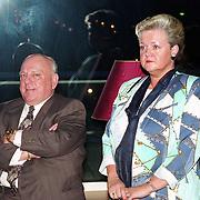 NLD/Amsterdam/19940422 - Feestje verjaardag Paul Wilking op Schiphol, Bas van Toor en partner Coby
