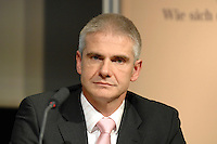 14 MAR 2007, BERLIN/GERMANY:<br /> Dr. Klaus Stoeckemann, Partner u. Leiter Healthcare Venture Capital Team von 3i, Financial Times Deutschland Konferenz zur Gesundheitswirtschaft, Umspannwerk<br /> IMAGE: 20070314-01-070