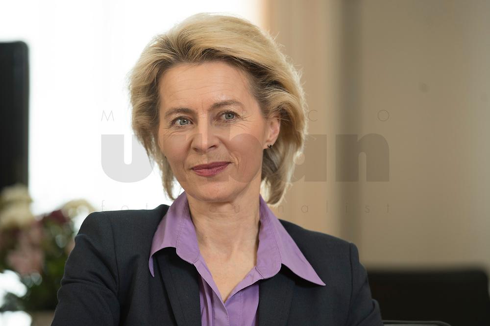 21 MAR 2014, BERLIN/DEUTSCHLAND:<br /> Ursula von der Leyen, CDU, Bundesministerin der Verteidigung, waehrend einem Interview, in ihrem Buero, Bundesministerium der Verteidigung<br /> IMAGE: 20140321-01-034<br /> KEYWORDS: Büro