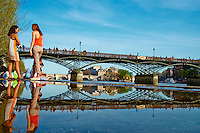 France, Paris (75), les rives de la Seine, classées Patrimoine Mondial de l'UNESCO, passerelle du pont des arts // France, Paris, Seine river, Pont des RAts bridge