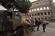 Roma 18 Novembre 2015<br /> Rafforzate le misure di sicurezza  pattuglie e controlli nelle stazioni metro e monumenti e 700 soldati armati in strada, in vista del giubileo, per allarme terrorismo, dopo gli attacchi coordinati da uomini armati e kamikaze a Parigi il 13 novembre che ha ucciso almeno 129 persone e rivendicati dallo Stato islamico. Militari italiani  armati di mitra controllano la zona del Colosseo.<br /> Rome 18 November 2015<br /> Strengthen security measures, checks in subway stations and monuments, 700 armed soldiers on the streets in view of the jubilee for terror alert after coordinated attacks by gunmen and suicide bombers in Paris on Nov. 13 that killed at least 129 people and claimed by the State Islamic. Italian soldiers armed with machine guns control the area of the Colosseum.