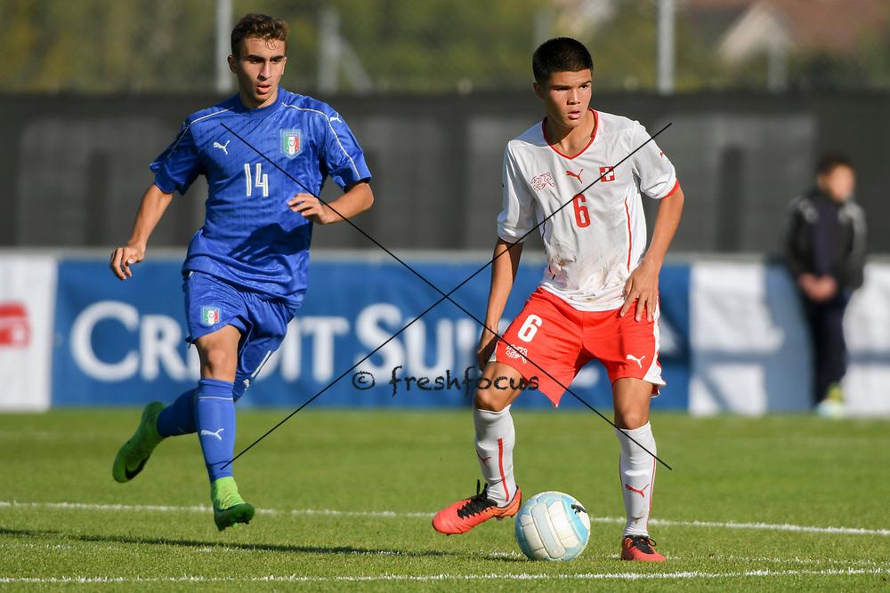 21.09.2017; Niederhasli; FUSSBALL U16 - Schweiz - Italien;<br /> Simone Trimboli (ITA) Camreon Prats (SUI) <br /> (Andy Mueller/freshfocus)