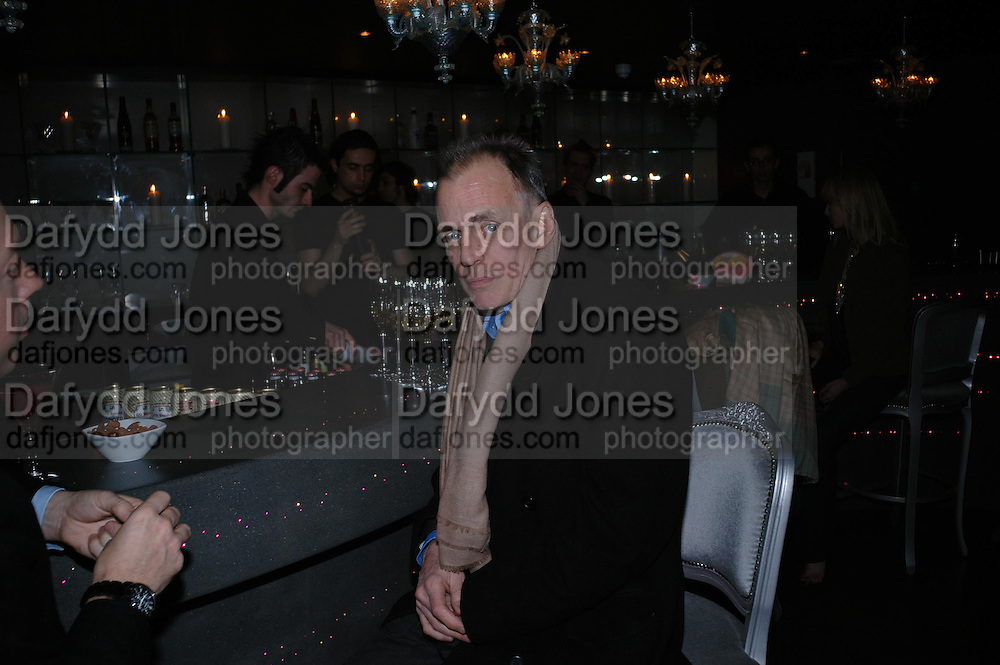 James Fox. party given by Daphne Guinness for Christian Louboutin  after the opening of his new shopt.  Baglione Hotel. 16 March 2004.  ONE TIME USE ONLY - DO NOT ARCHIVE  © Copyright Photograph by Dafydd Jones 66 Stockwell Park Rd. London SW9 0DA Tel 020 7733 0108 www.dafjones.com