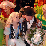 NLD/Kaatsheuvel/20051127 - Premiere musical Tita Tovenaar, cast, Manon Novak en Harry Slinger