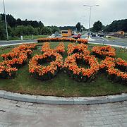 Euro 2000 in bloemen op de rotonde Karel Doormanlaan Huizen