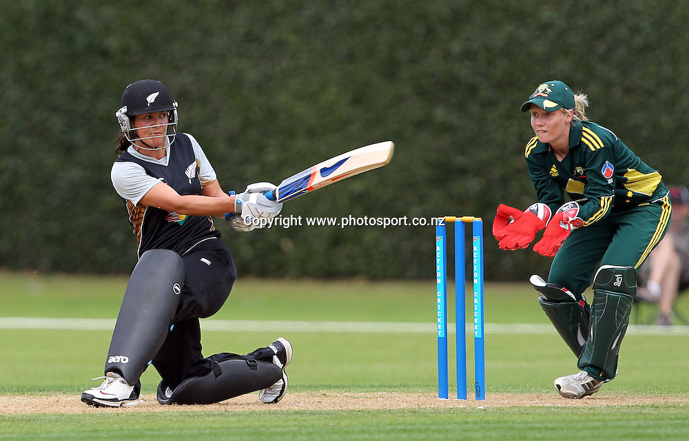 Sara McGlashan in action for the White Ferns.<br /> Cricket - Rosebowl Series. Twenty20 International - New Zealand White Ferns v Australia, 19 February 2011, Queens Park, Invercargill, New Zealand.<br /> Photo: Rob Jefferies / www.photosport.co.nz