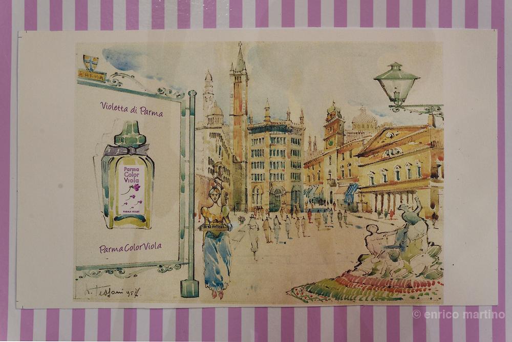 Parma. Lo storico negozio punto vendita di Parma Color Viola, erede dell'azienda Borsari. Scatole Borsari originali per la vendita della Violetta di Parma.