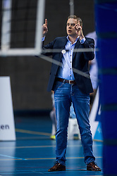 02-04-2016 NED: Draisma Dynamo - Abiant Lycurgus, Apeldoorn<br /> Lycurgus plaatst zich voor de finale door Dynamo met 3-1 te verslaan / Coach Arjan Taaij