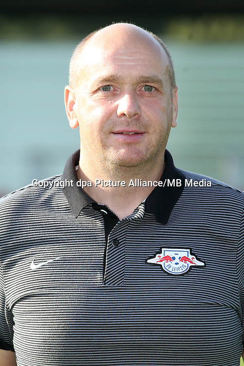 HANDOUT - 1. DFL, 1. Deutsche Bundesliga, RasenBallsport Leipzig, team photo shooting. Image shows kit manager Peter Hergert (RB Leipzig). Photo: GEPA pictures/ Sven Sonntag - For editorial use only. Image is free of charge. |