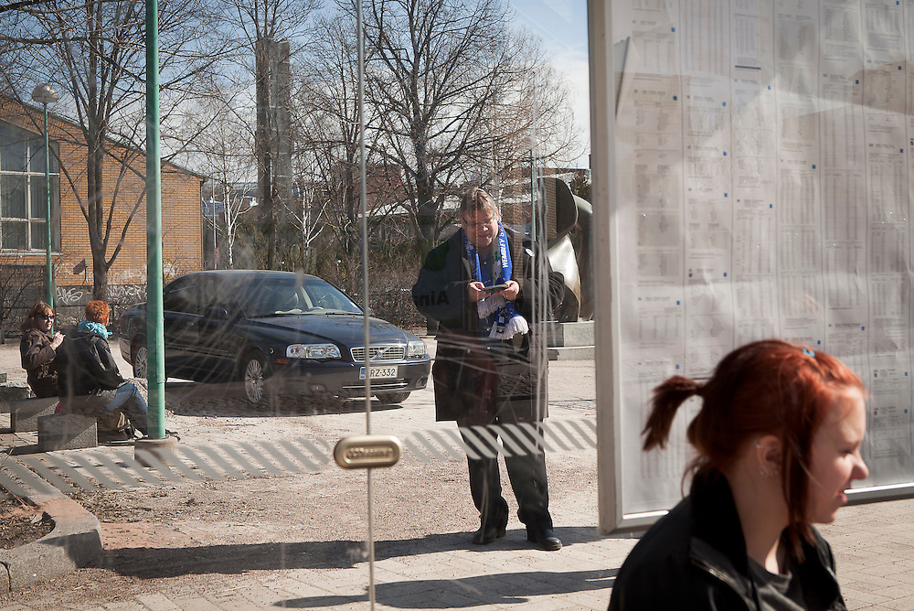 Mr Soini checks his mobile for new messages after meeting the voters in Tikkurila.