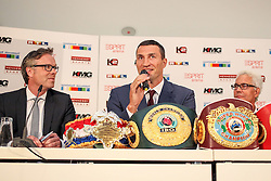 21.07.2015, Esprit Arena, Düsseldorf, GER, WBA Boxkampf, Wladimir Klitschko vs Tyson Fury, im Bild vl: RTL Programm-Geschaeftsfuehrer Frank Hoffmann, Wladimir Klitschko und Bernd Boente (KMG) //  during a pressconference of the WBA fight between Wladimir Klitschko and Tyson Fury at the Esprit Arena in Düsseldorf, Germany on 2015/07/21. EXPA Pictures © 2015, PhotoCredit: EXPA/ Eibner-Pressefoto/ Schüler<br /> <br /> *****ATTENTION - OUT of GER*****