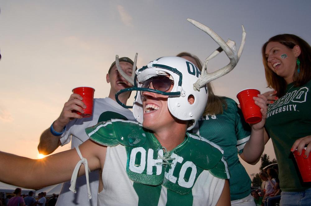 17084Ohio Football vs. Pittsburg. Ohio Opener 9/09/05..Chris Surper.Diane Delong, Joe McKInney amd Jessica Hayden