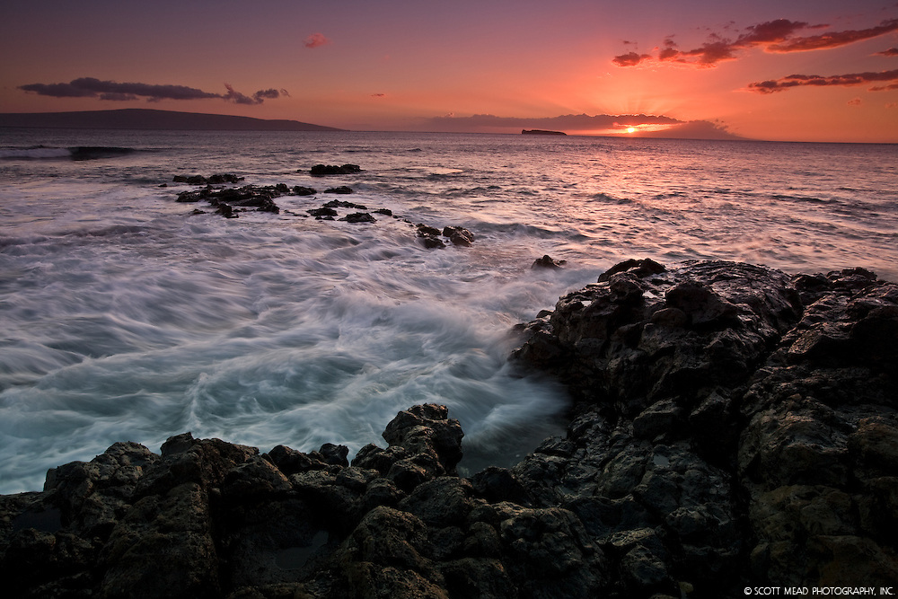 Sunset at Makena Beach, Wailea, Maui, Hawaii, views of Molokini