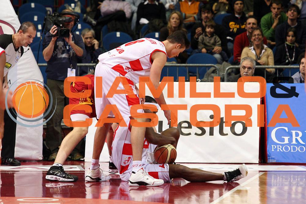 DESCRIZIONE : Milano Lega A1 2007-08 Armani Jeans Milano Lottomatica Virtus Roma<br /> GIOCATORE : Travis Watson<br /> SQUADRA : Armani Jeans Milano<br /> EVENTO : Campionato Lega A1 2007-2008<br /> GARA : Armani Jeans Milano Lottomatica Virtus Roma<br /> DATA : 18/11/2007<br /> CATEGORIA : Palleggio<br /> SPORT : Pallacanestro<br /> AUTORE : Agenzia Ciamillo-Castoria/S.Ceretti