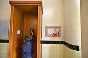 Nederland, Arnhem, 21-8-2014Nederlands Openluchtmuseum. De Zaanse Schans, oud Hollandse bouwkunst. ptt,vaste,telefoon,telefonie,postzegels,post,posterijen,radiozegel,postspaarbank,postbank,kpn,marktwerking,monopolie,staatsmonopolieFoto: Flip Franssen/Hollandse Hoogte