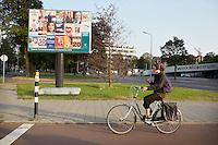 Nederland. Den Haag, 23 augustus 2012.<br /> Verkiezingsposters bij het Savornin Lohmanplein, landelijke verkiezingen, democratie, politiek, kiezer stemwijzer, kieskompas, zwevende kiezer, zwevende kiezers<br /> Foto : Martijn Beekman