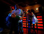 Obama- supporters reaching out to latinos by throwing some salsa- classes.<br /> <br /> Leder av Salsakvelden, Sylvan Sollowan (opp ned) sammen med ivrig dansepartner.