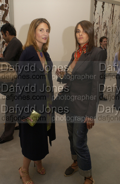 Pilar Corrias and Tracey emin, Cy Twombly at the new Gagosian Gallery, Britannia St. 27 May 2004. ONE TIME USE ONLY - DO NOT ARCHIVE  © Copyright Photograph by Dafydd Jones 66 Stockwell Park Rd. London SW9 0DA Tel 020 7733 0108 www.dafjones.com