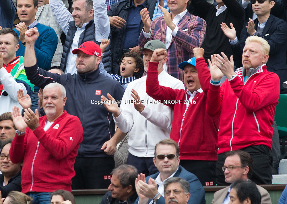 Novak Djokovic Team jubelt in der Spielerloge,Physio Milan Adamovic, Fitness Trainer Gebhard Gritsch,Trainer Marian Vajda und Boris Becker, Herren Finale, Endspiel,Siegerehrung,Praesentation <br /> <br /> Tennis - French Open 2016 - Grand Slam ITF / ATP / WTA -  Roland Garros - Paris -  - France  - 5 June 2016.
