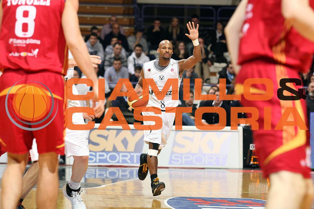 DESCRIZIONE : Bologna Final Eight 2008 Quarti di Finale Lottomatica Virtus Roma La Fortezza Virtus Bologna<br /> GIOCATORE : Travis Best<br /> SQUADRA : La Fortezza Virtus Bologna<br /> EVENTO : Tim Cup Basket For Life Coppa Italia Final Eight 2008 <br /> GARA : Lottomatica Virtus Roma La Fortezza Virtus Bologna<br /> DATA : 07/02/2008 <br /> CATEGORIA : Palleggio<br /> SPORT : Pallacanestro <br /> AUTORE : Agenzia Ciamillo-Castoria/S.Ceretti