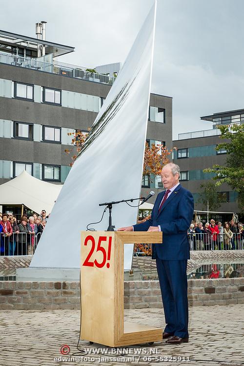 NLD/Tilburg/20170916 - Beatrix bij opening jubileum expositie 25 jaar museum De Pont, directeur Hendrik Driessen