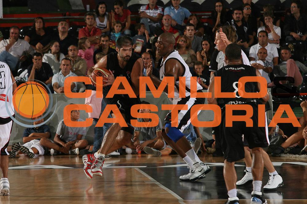 DESCRIZIONE : Caserta Lega A1 2007-08 Torneo Citt&agrave; di Caserta Pepsi Caserta Virtus Bologna<br /> GIOCATORE : Roberto Chiacig <br /> SQUADRA : Virtus Bologna<br /> EVENTO : Campionato Lega A1 2007-2008 <br /> GARA : Pepsi Caserta Virtus Bologna<br /> DATA : 15/09/2007 <br /> CATEGORIA : Penetrazione<br /> SPORT : Pallacanestro <br /> AUTORE : Agenzia Ciamillo-Castoria/M.Marchi