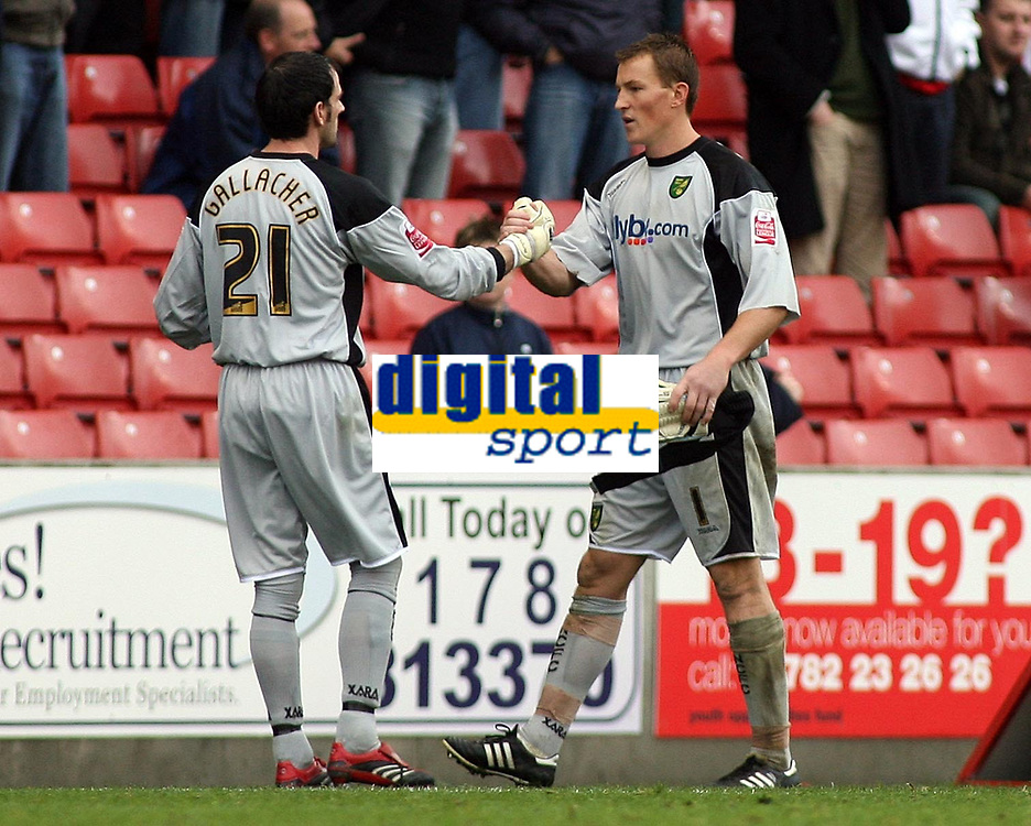 Photo: Paul Thomas.<br /> Stoke City v Norwich City. Coca Cola Championship. 28/10/2006.<br /> <br /> Dismissed Norwich keeper Jamie Ashdown (R) leaves the field and wishes luck to reserve keeper Paul Gallacher.