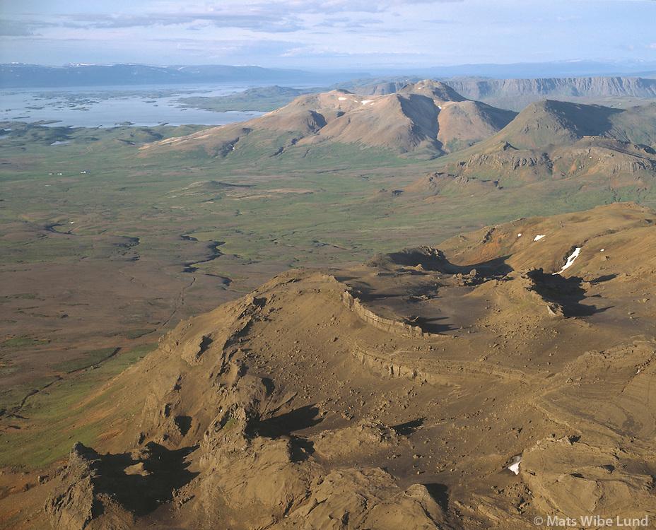 Kerlingarfjall og Drápuhlíðarfjall, Helgafellssveit, Snæfellsnes.Kerlingarfjall and Drapuhlidarfjall mountains in Helgafellssveit on Snaefellsnes