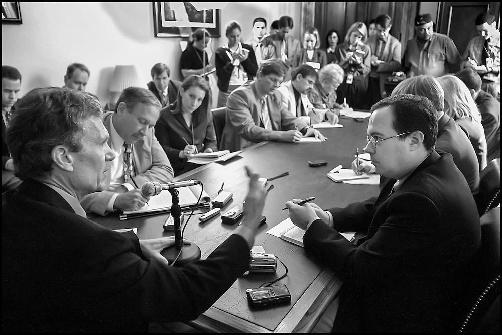 Senate Majority Leader Tom Daschle during a press conference.  10/3/01..©PF BENTLEY/PFPIX.com