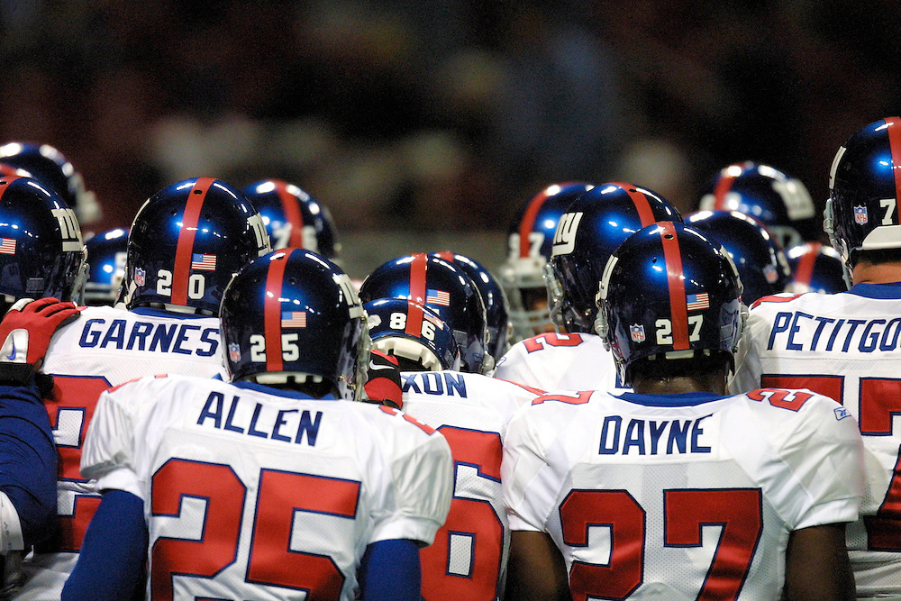 New York Giants warm up before the game in a 15 to 14 loss to the St. Louis Rams on 10/14/2001..©Wesley Hitt/NFL Photos