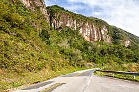 Rodovia SC 438, na Serra do Rio do Rastro. Lauro Müller, Santa Catarina, Brasil. / Road SC 438, at Rio do Rastro Mountains. Lauro Muller, Santa Catarina, Brazil.
