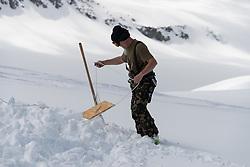 23. April 2014 PDG 2014<br /> Patrouille des Glacier 2014 Arolla<br /> Aufbau PDG