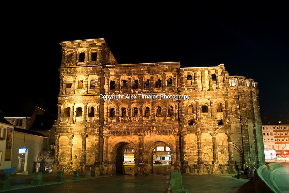 """the other side of the """"porta nigra"""", the right part are rest of a church, built later in middle age"""