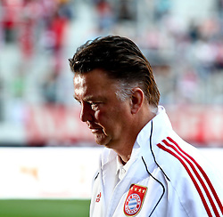 07.08.2010,  Augsburg, GER, 1.FBL, Supercup, FC Bayern Muenchen vs FC Schalke 04,  im Bild Louis van Gaal (Trainer Bayern)  , EXPA Pictures © 2010, PhotoCredit: EXPA/ nph/ . Straubmeier+++++ ATTENTION - OUT OF GER +++++ / SPORTIDA PHOTO AGENCY