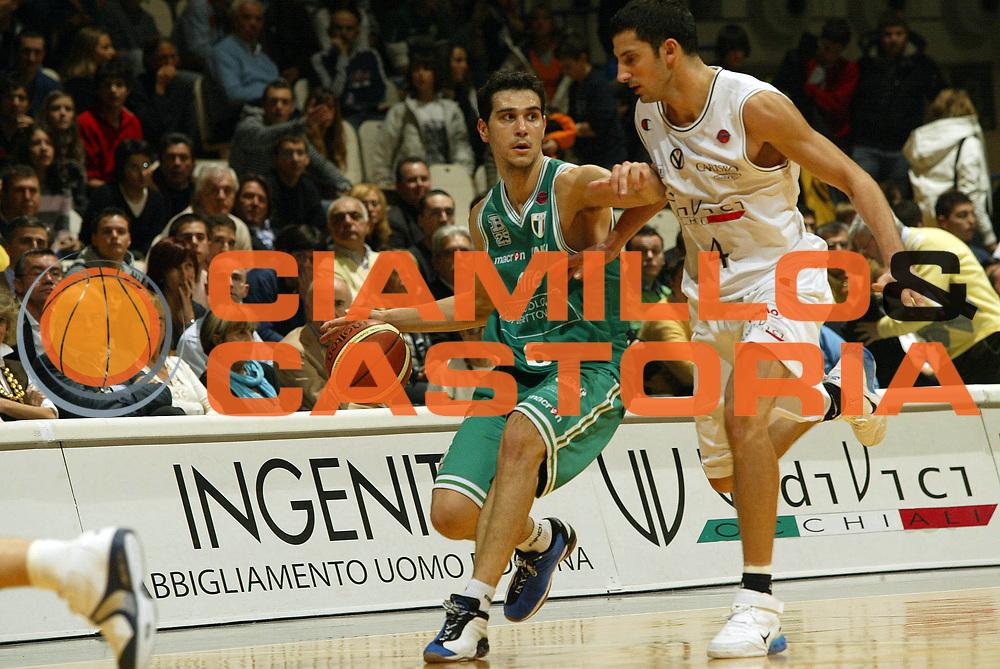 DESCRIZIONE : Bologna Lega A1 2006-07 VidiVici Virtus Bologna Benetton Treviso <br /> GIOCATORE : Zisis<br /> SQUADRA : Benetton Treviso <br /> EVENTO : Campionato Lega A1 2006-2007 <br /> GARA : VidiVici Virtus Bologna Benetton Treviso<br /> DATA : 12/11/2006 <br /> CATEGORIA : palleggio<br /> SPORT : Pallacanestro <br /> AUTORE : Agenzia Ciamillo-Castoria/G.Livaldi<br /> Galleria : Lega Basket A1 2006-2007 <br /> Fotonotizia : Bologna Campionato Italiano Lega A1 2006-2007 VidiVici Virtus Bologna Benetton Treviso<br /> Predefinita :