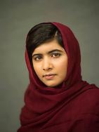 Malala Yousafzai, the Pakistani teenager who survived an assassination attempt by the Taliban, has won the Nobel Peace Prize 2014.<br /> <br /> Malala Yousafzai, a adolescente paquistanesa que sobreviveu a uma tentativa de assassinato pelos Talibans, ganhou o Pr&eacute;mio Nobel da Paz 2014.